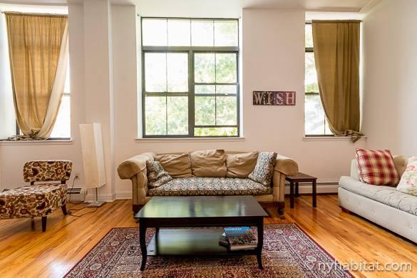 Esszimmertisch in der Wohnung NY-14415