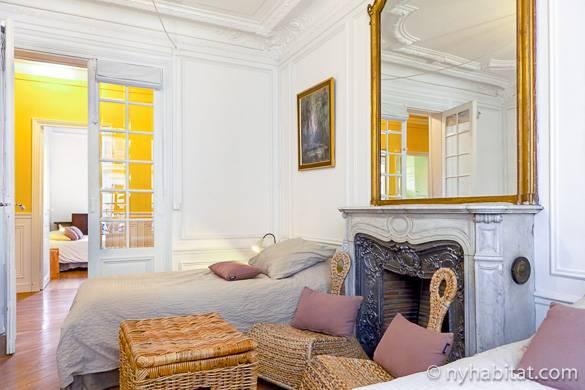 Bild des Schlafzimmers in der möblierten 3-Zimmer-Wohnung PA-4160