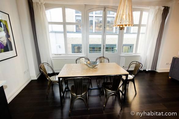Bild des Esstisches in der 3-Zimmer-Wohnung LN-1477.