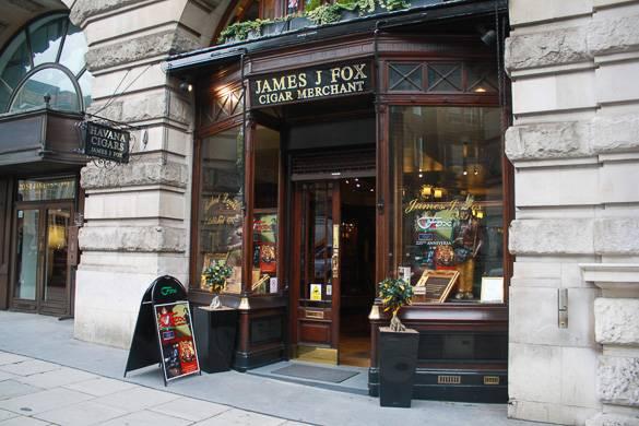 Schaufenster von James J Fox, Zigarrenhändler