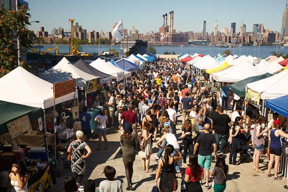 Bild der Menschenmenge und der Essensstände in Smorgasburg, Brooklyn