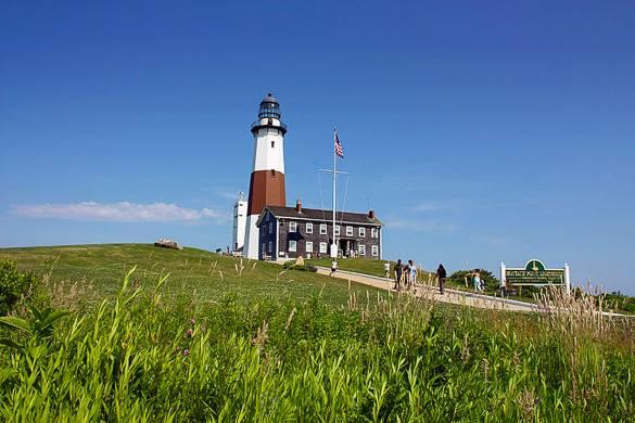 Bild eines Leuchtturms und Strandes auf Hamptons, Long Island