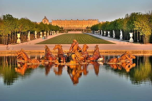 Foto eines Brunnens in den Gärten von Versailles