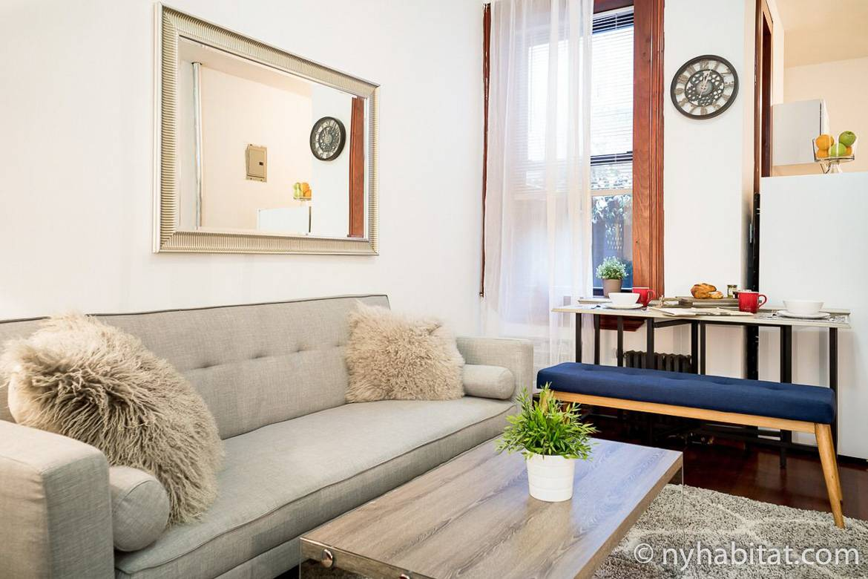 Bild des Wohnzimmers der möblierten Wohnung NY-16303 in Chelsea