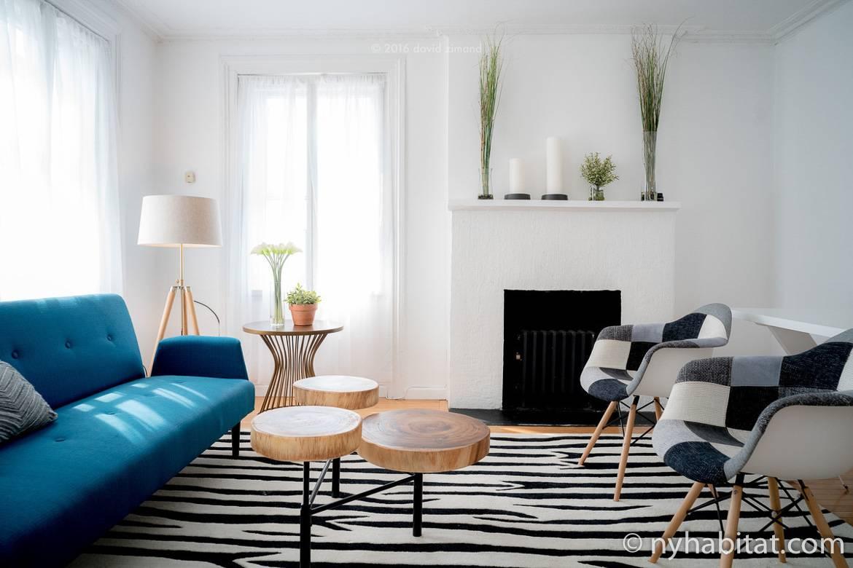 Bild des Wohnzimmers der möblierten Wohnung NY-16869 in Greenwich Village mit einem dekorativen Kamin