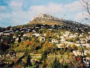 Tourisme et loisirs dans le sud de la France. Photo des montagnes autour de Saint Paul de Vence