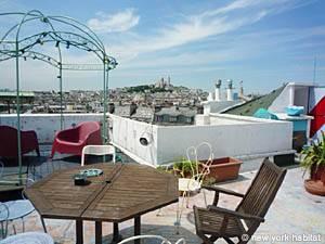 Location meublée à Paris. Photo de la terrasse d'un appartement T3 dans le quartier Gare du Nord, Montmartre (PA-3792)