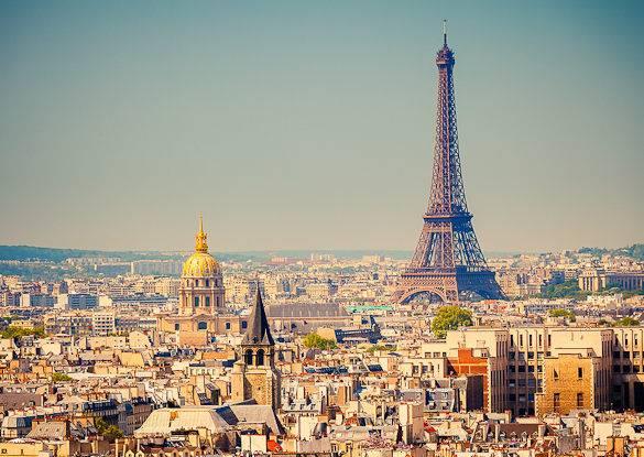 Vue sur les toits de Paris et la tour Eiffel