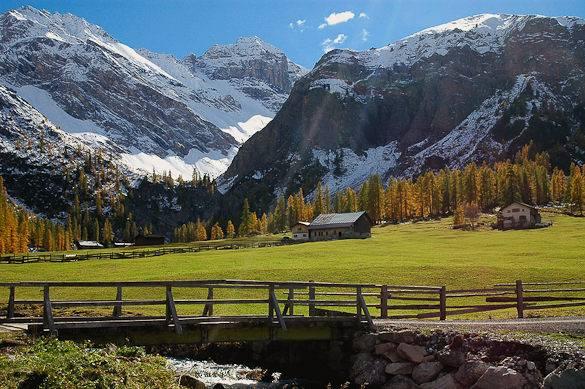 Photo d'un paysage des Alpes du Sud en automne