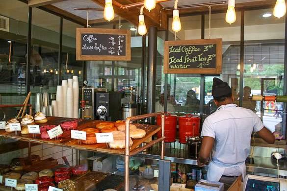 Une photo de l'un des meilleurs magasins de beignets à New York : Dough à Bed-Stuy