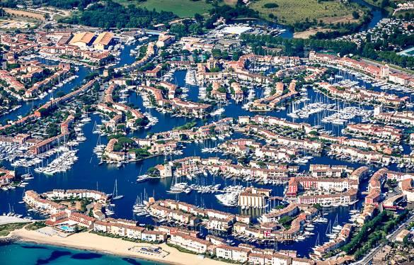 Photo de Port Grimaud et de ses canaux