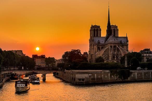 Photo de l'Ile de la Cité et de Notre-Dame au coucher du soleil à Paris