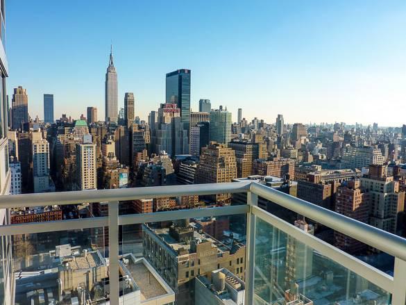Vue New York depuis le balcon d'un appartement
