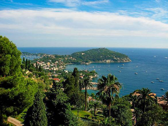 Photo de Saint-Jean-Cap-Ferrat, de l'autre côté de la baie de Nice
