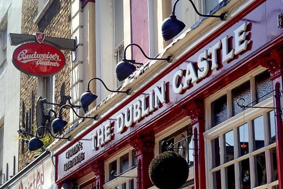 Photo du pub The Dublin Castle à Camden, où des concerts live ont souvent lieu