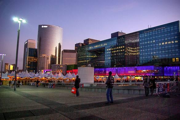Image de La Défense et de son village de Noël à Paris