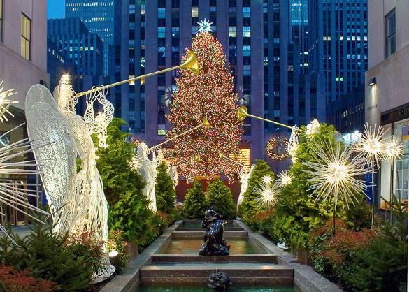 Photographie du gigantesque sapin de Noël du Rockefeller Center, à Manhattan