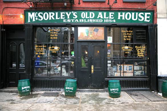 Image d'un bar de l'East Village : la McSorley's Old Ale House