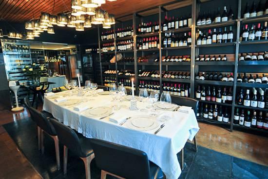 Photo d'une salle de restaurant privative et contemporaine