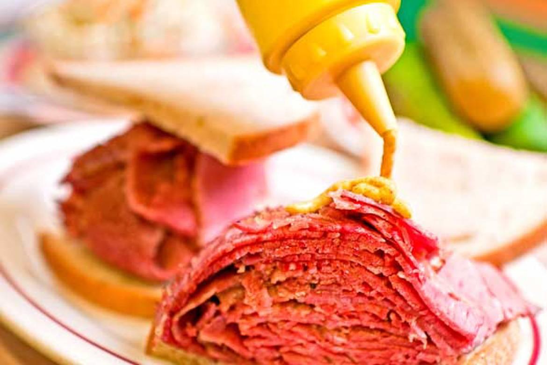 Photo d'un sandwich à la moutarde