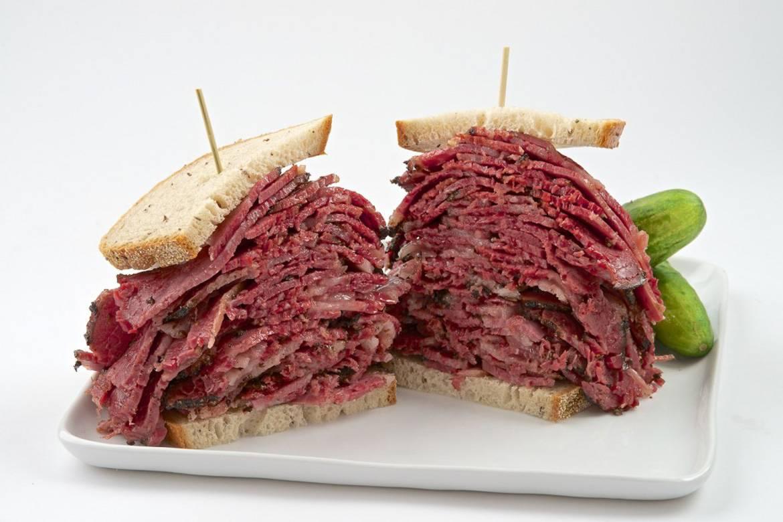 Photo d'un sandwich au pastrami
