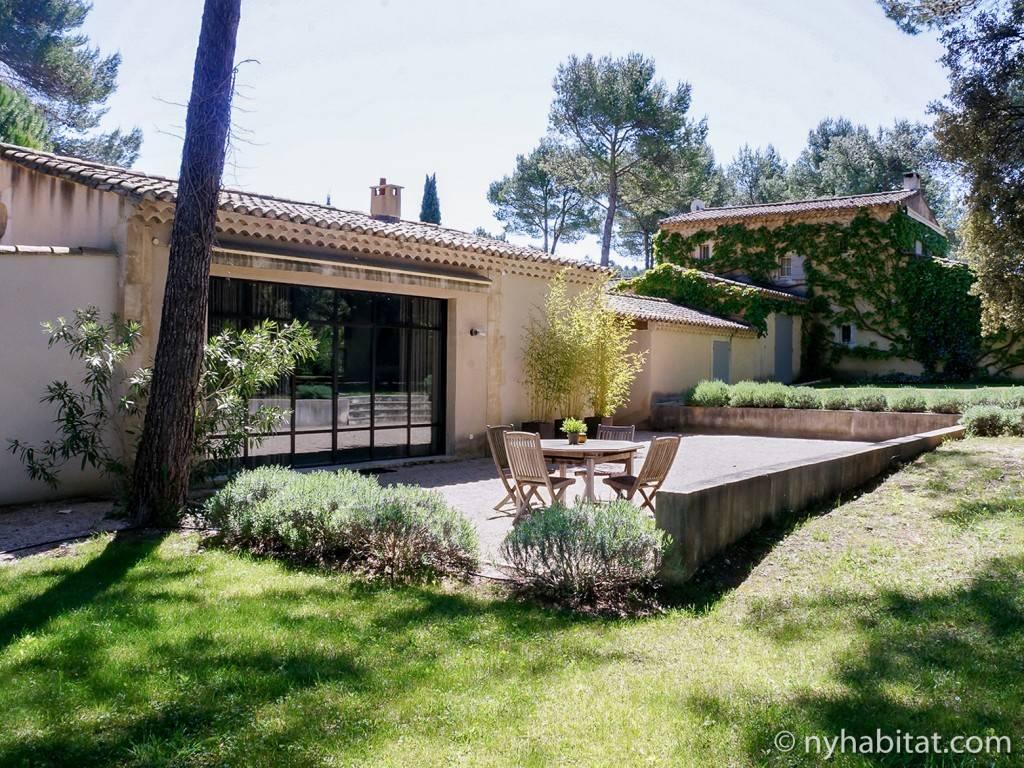 Photo du jardin d'un studio près de Saint-Rémy-de-Provence