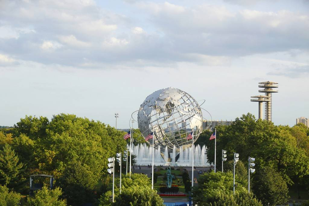 Photo de l'Unisphere établie sur le site de l'ancienne foire internationale, à Flushing, dans le Queens