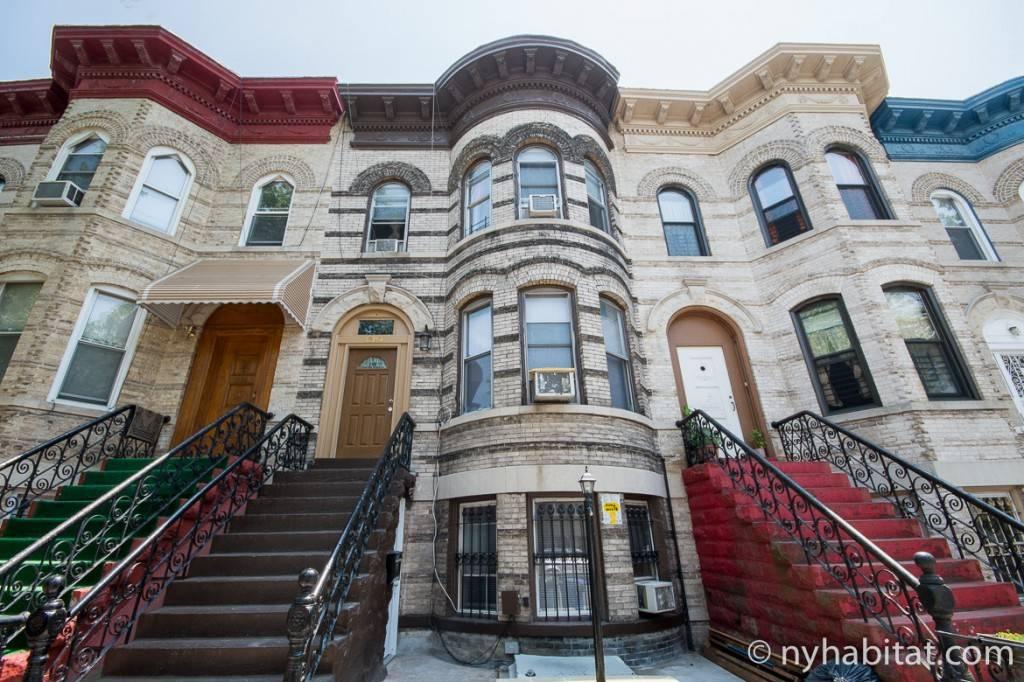 Photo de petits immeubles à Brooklyn à l'extérieur de l'appartement NY-15895