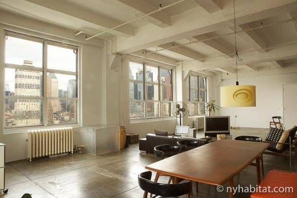 Photo de l'espace ouvert du salon de l'appartement NY-11303