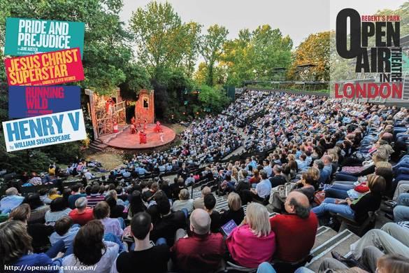 Photographie du public regardant une pièce de théâtre sur une scène en plein air