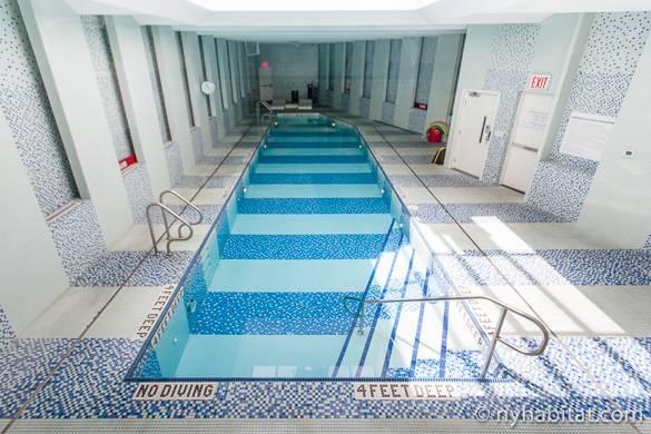 Photographie d'une piscine intérieure dans un immeuble de Fort Greene à Brooklyn