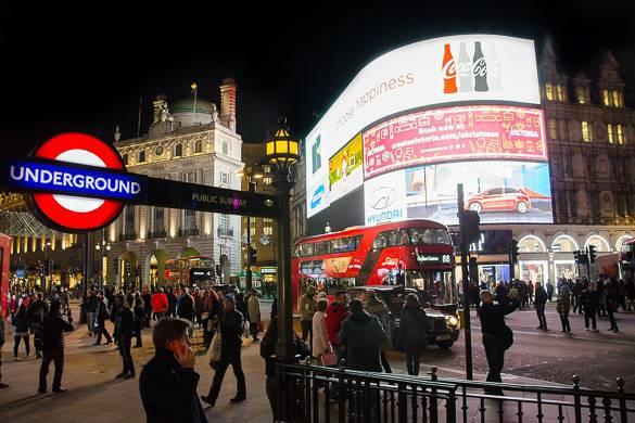 Photographie nocturne de Piccadilly Circus à Londres