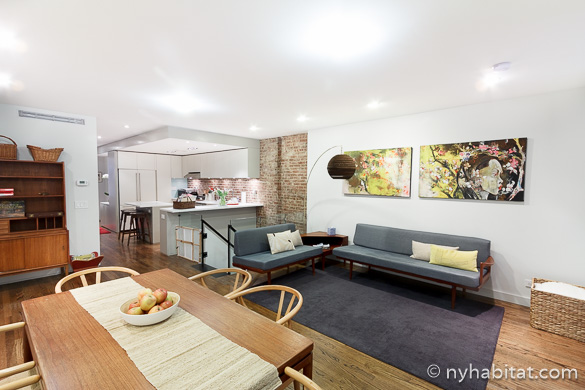 Photo d'une table et d'un futon dans l'appartement T3 NY-15650 dans l'Upper West Side
