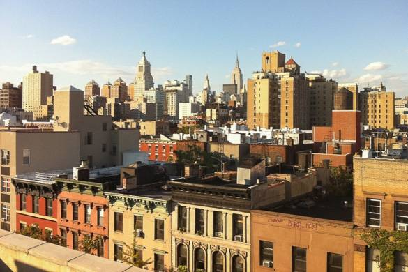 Photo de la vue sur la skyline de Manhattan depuis un toit-terrasse de l'East Village