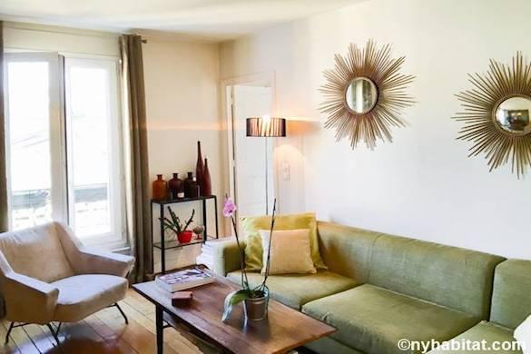 Photo du salon, dans les tons de vert chartreuse, de l'appartement PA-4676