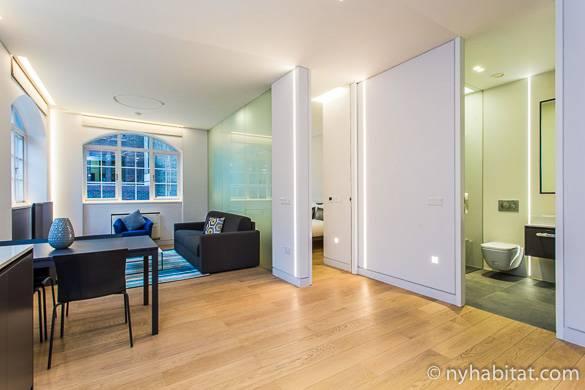 Photo du séjour moderne de l'appartement meublé LN-1879 à Camden Town