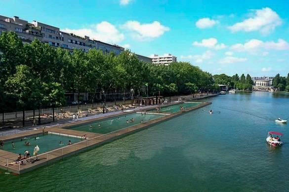 Photo de piscines flottantes au bord de la Seine