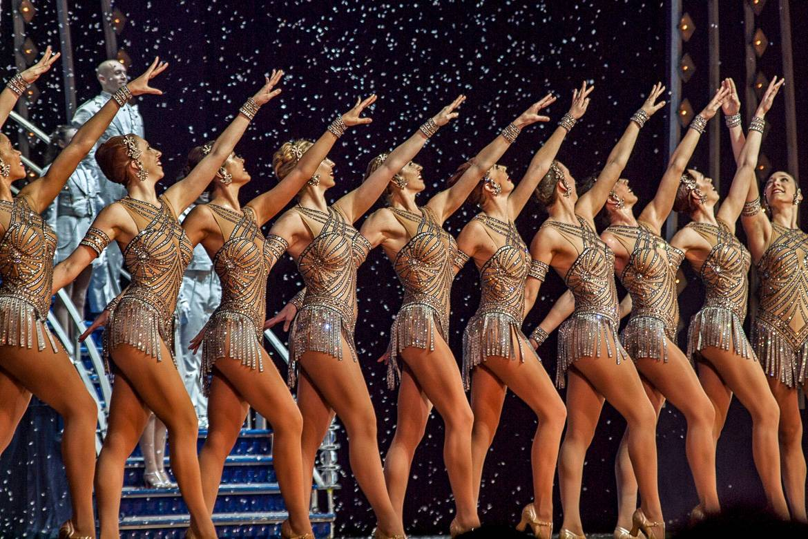 Photo de la représentation des Rockettes durant le spectacle Christmas Spectacular au Radio City Music Hall