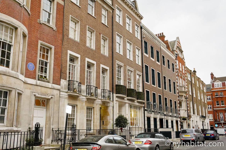 Photo d'immeubles mitoyens en briques à Marylebone, Londres.