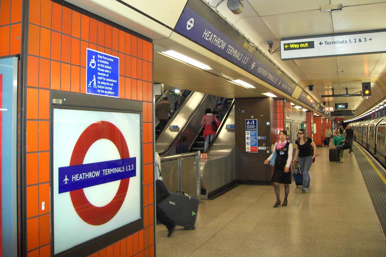 Photographie de la station de métro des terminaux 1, 2 et 3 de Heathrow.