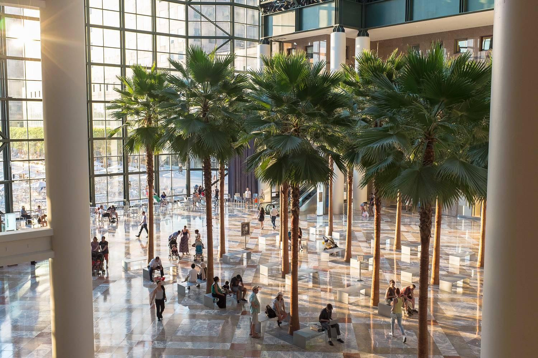 Photo de l'intérieur du Winter Garden Atrium avec des palmiers.