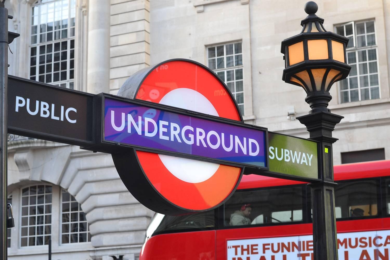 Photographie d'un panneau du métro de Londres.