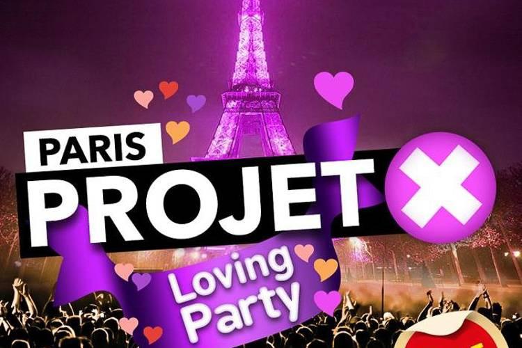 Image d'une publicité pour une soirée avec des gens qui dansent devant la Tour Eiffel illuminée en violet (Crédit Photo : parisbouge.com)