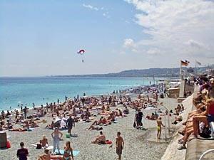 In spiaggia a Nizza con New York Habitat