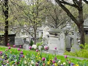 Parigi: il cimitero di Père-Lachaise in fiore