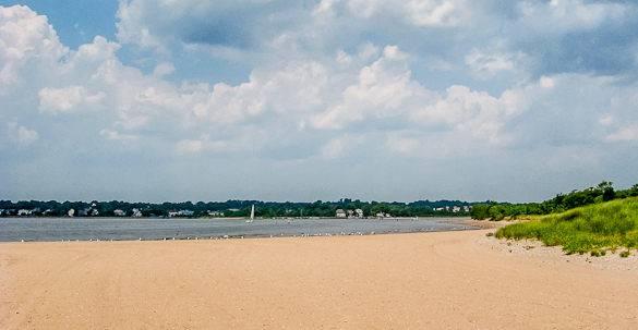Le spiagge del Great Kills Park sulla Staten Island offrono una vista panoramica sia sulla marina di Great Kills che sulla Lower Bay di New York