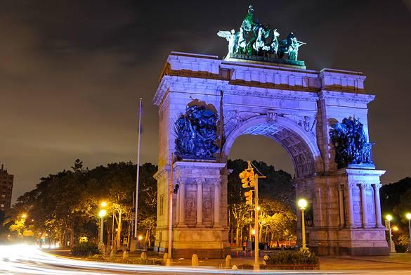 Foto della Grand Army Plaza e del suo arco a Brooklyn