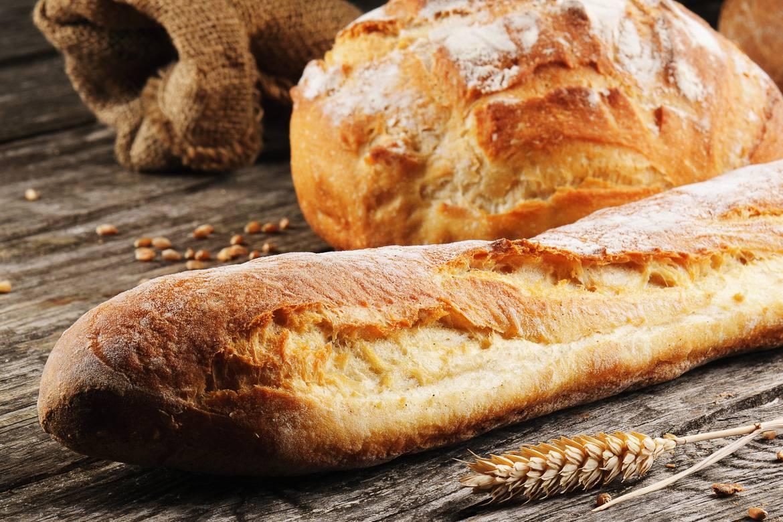 Foto del pane francese e di una baguette a Parigi