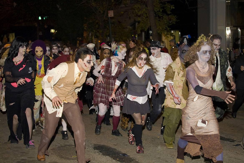 Immagine della parata di Halloween nel Village.