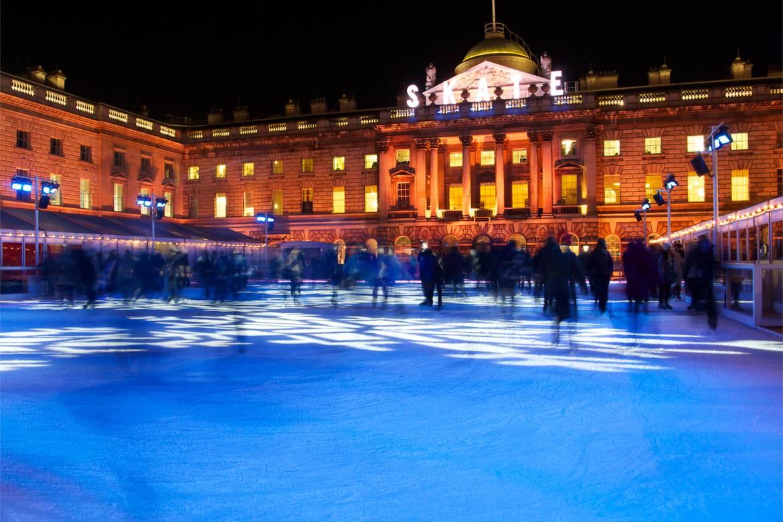 La pista di pattinaggio su ghiaccio all'aperto della Somerset House